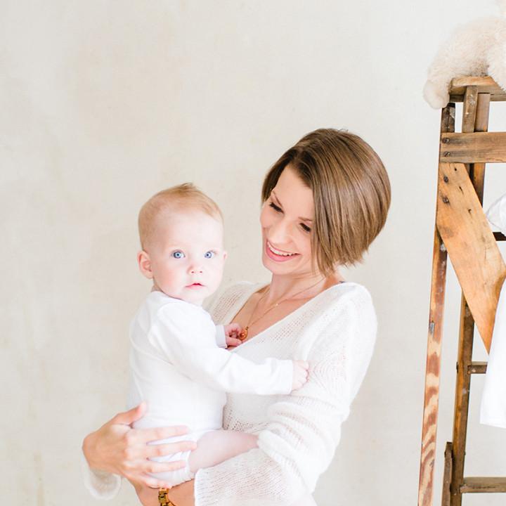 Die kleine Lia und ihre Mama