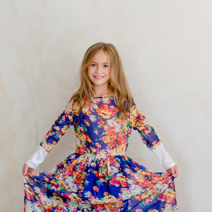 Ein Kleid und ein Mädchen